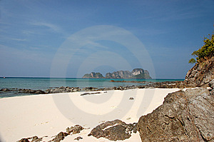 Bamboo Island Royalty Free Stock Images - Image: 8962489