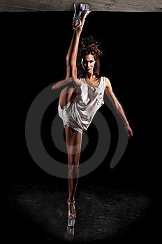 Woman Doing Splits Royalty Free Stock Images - Image: 8987509