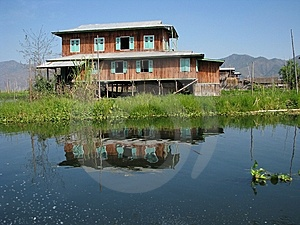 Wooden House In The Lake Royalty Free Stock Photography - Image: 8988177
