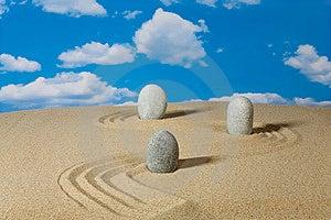 Landschaft Mit Steinen Auf Himmel Lizenzfreie Stockfotografie - Bild: 9003667