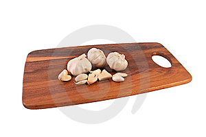 Multiple Garlic On Cutting Board Stock Images - Image: 9041464