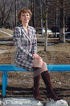 Stylish Young Woman Sit On The Bench. Royalty Free Stock Image - Image: 9081766