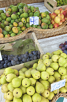 Fruta Para La Venta Imagenes de archivo - Imagen: 9085164