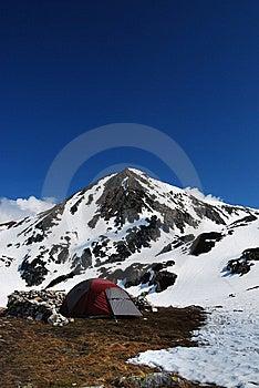 Accampandosi In Montagne Fotografia Stock - Immagine: 9301310