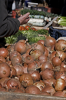 Onions At The Market Stock Photos - Image: 9327373