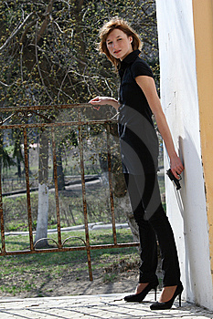 Female Agent With Gun Royalty Free Stock Images - Image: 9362909