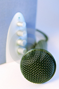 Plug And Sing Or Listen Royalty Free Stock Images - Image: 944899