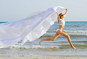Girl In White Running Royalty Free Stock Images - Image: 9412509