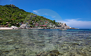 Clear Water Bay With Reef Royalty Free Stock Image - Image: 9458336