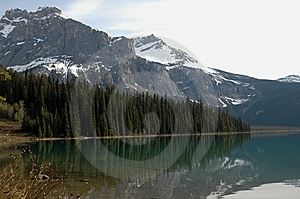 North American Mountainsand Lake Royalty Free Stock Photography - Image: 9472237