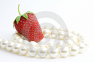 The Strawberries And Pearl. Royalty Free Stock Images - Image: 9479089