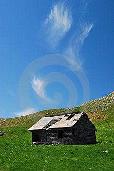Bucegi Mountains Shelter Romania Royalty Free Stock Images - Image: 9515239
