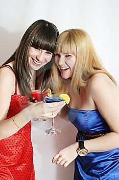 Due Amici Graziosi Con Il Cocktail Fotografia Stock Libera da Diritti - Immagine: 9592535