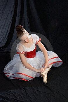 Tying Shoe Ribbons Royalty Free Stock Photos - Image: 967998