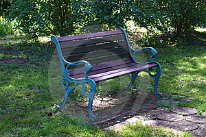 Green Bench Royalty Free Stock Images - Image: 9609949
