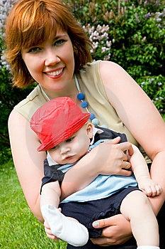 Madre Abbastanza Giovane Con Il Piccolo Figlio Immagini Stock Libere da Diritti - Immagine: 9665839