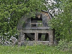 Casa Abandonada Na Vila Russian Fotos de Stock - Imagem: 9713083