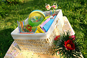 Color summer picnic accessories in a basket Royalty Free Stock Photos