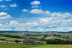 Eine Szenische Ansicht Eines Gemütlichen Dorfs Unter Den Hügeln Lizenzfreie Stockfotos - Bild: 9738098