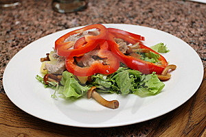 Warm Salad With Sweet Peppers, Lettuce, Fungies Royalty Free Stock Image - Image: 9779816
