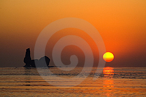 The Sky And The Sea Was The Golden Is Royalty Free Stock Images - Image: 9843939