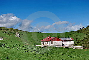 Green Vale And The Mountain House Stock Images - Image: 9897584