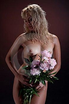 Mujer Desnuda Con Las Flores Imágenes de archivo libres de regalías - Imagen: 9913439